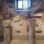 Древние капители колонн в Бале