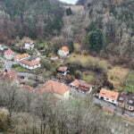 Вид деревни Карлштейн со стен замка