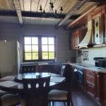 Кухня номера VIP-LUX базы отдыха Онежская усадьба