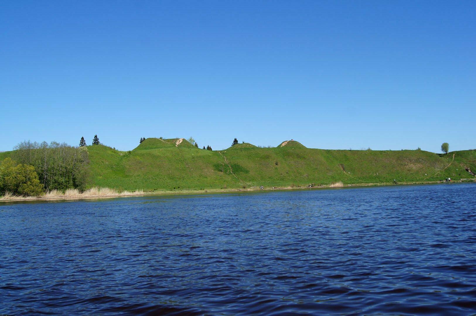Курганы по берегам Волхова в Старой Ладоге