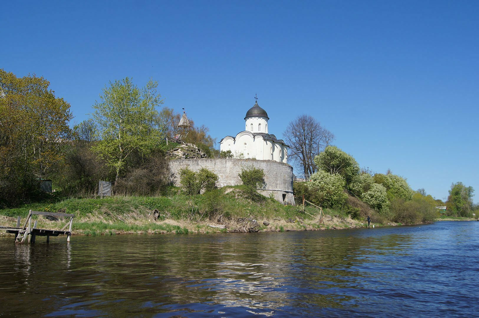 Церковь Святого Георгия, вид с реки Волхов