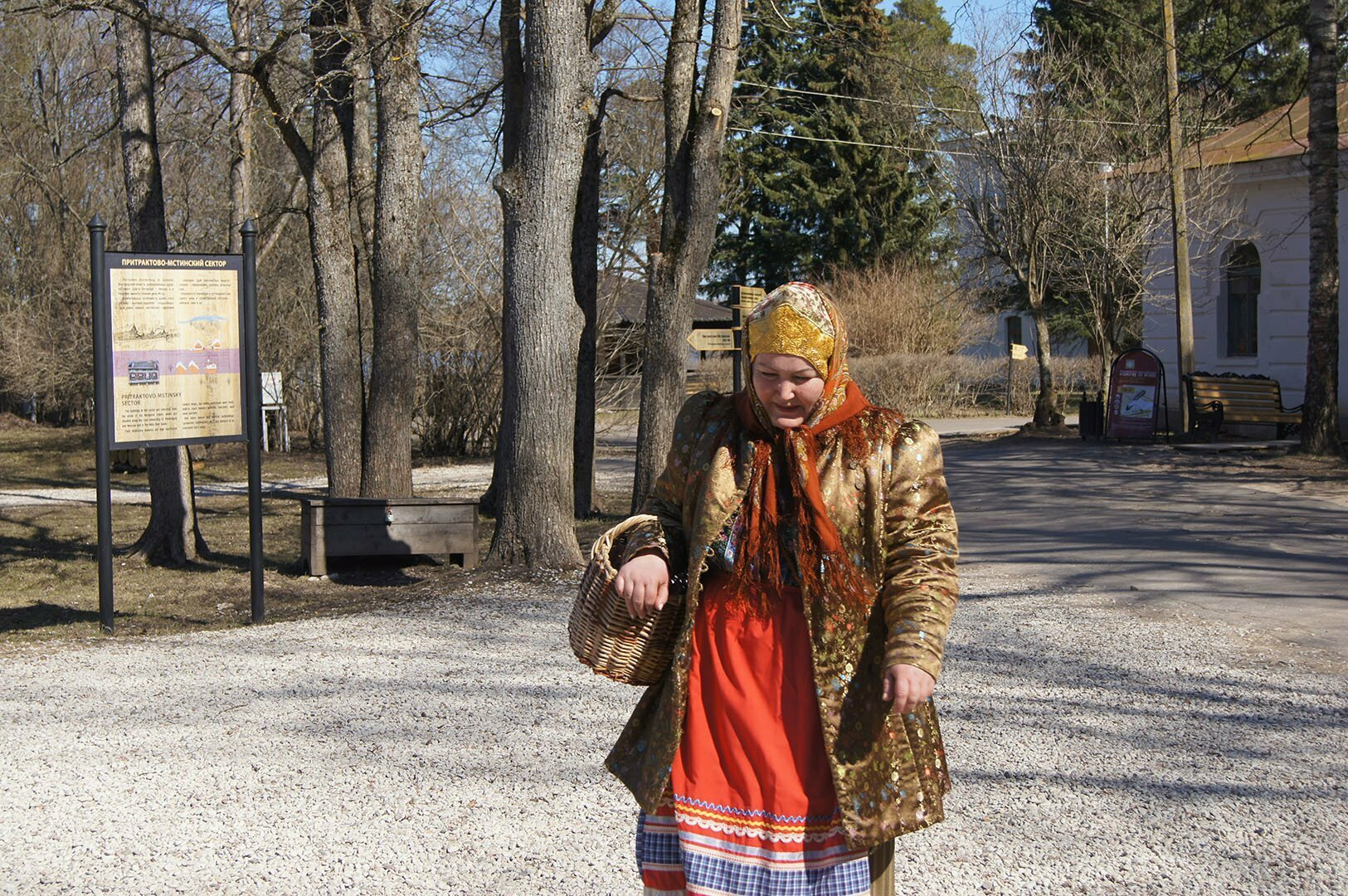 Ряженые в музее деревянного зодчества в Великом Новгороде