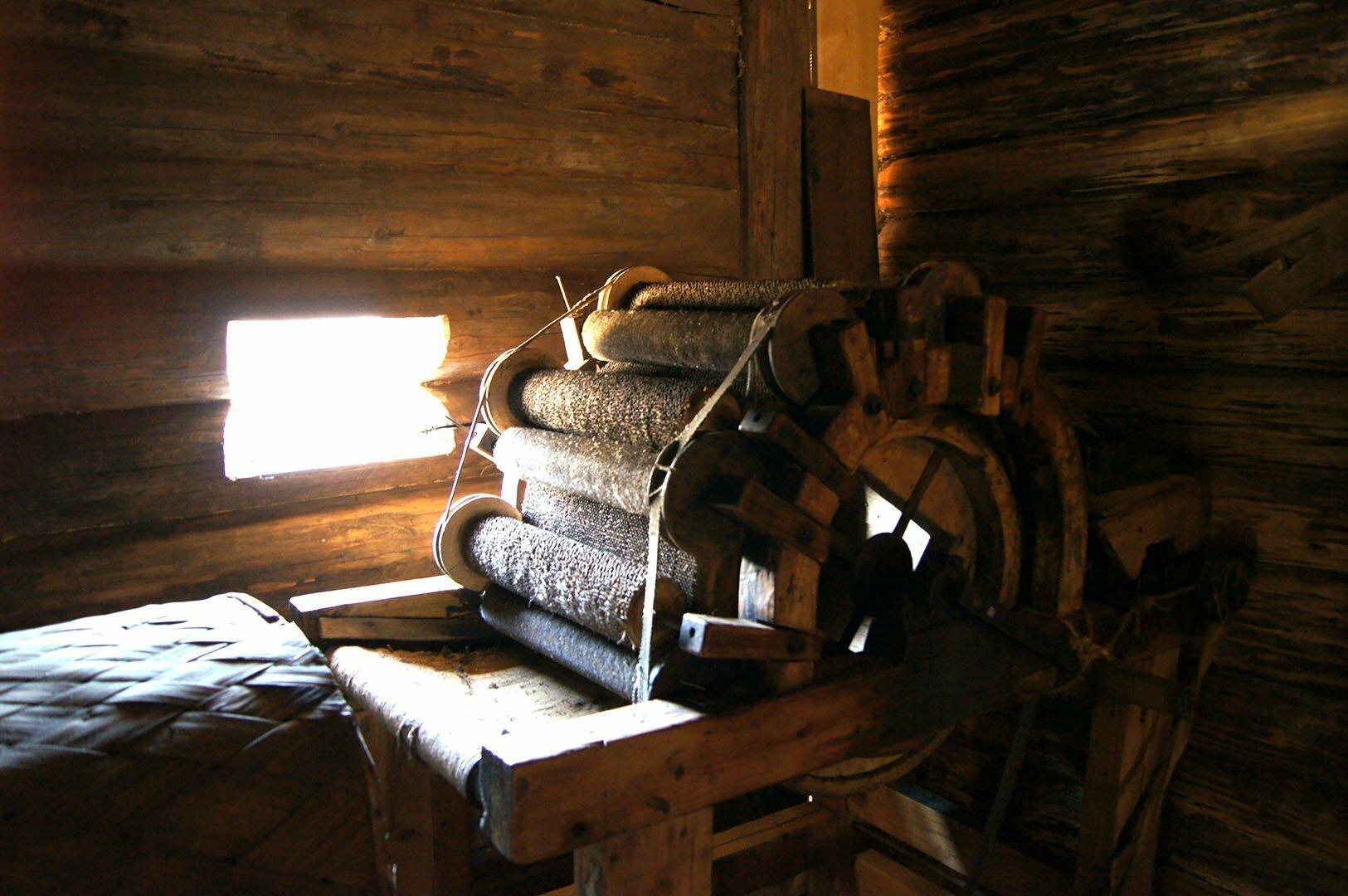 Шерстобитный и шерстоваляльный промыслы в избе Добровольских, Музей деревянного зодчества в Великом Новгороде