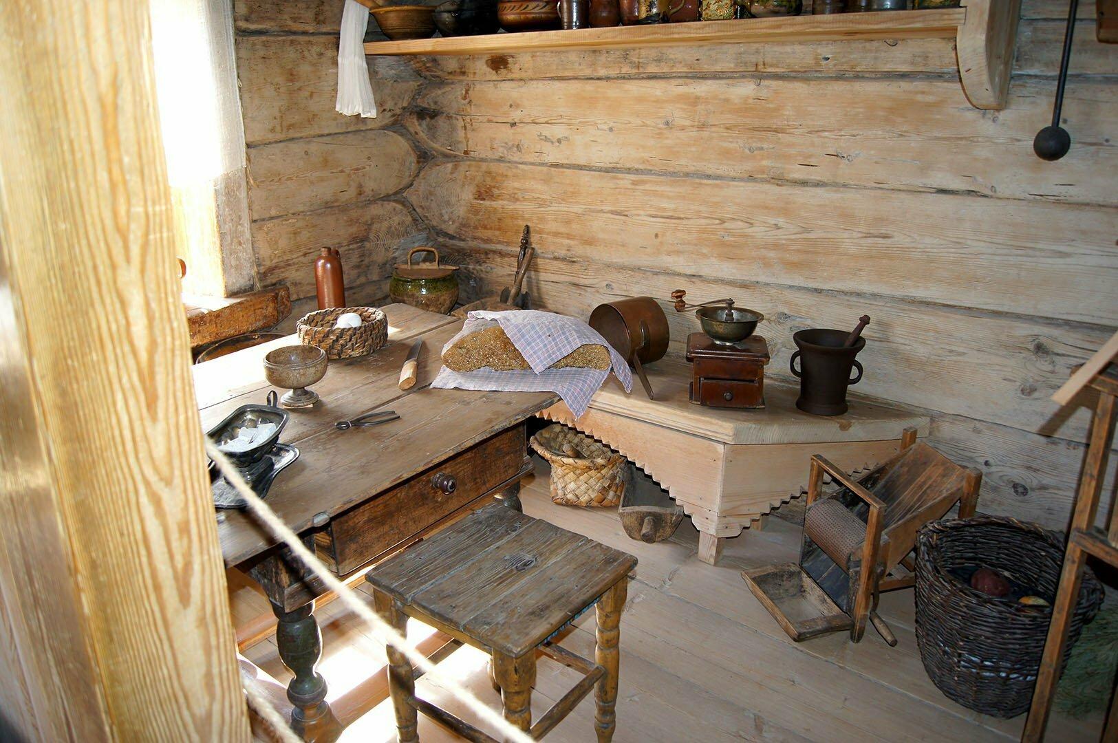 Кухонная утварь в избе Екимовой. Музей деревянного зодчества в В. Новгороде