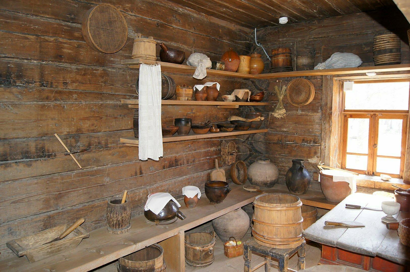 Кухонная утварь в избе Туницкого. Музей деревянного зодчества в Великом Новгороде
