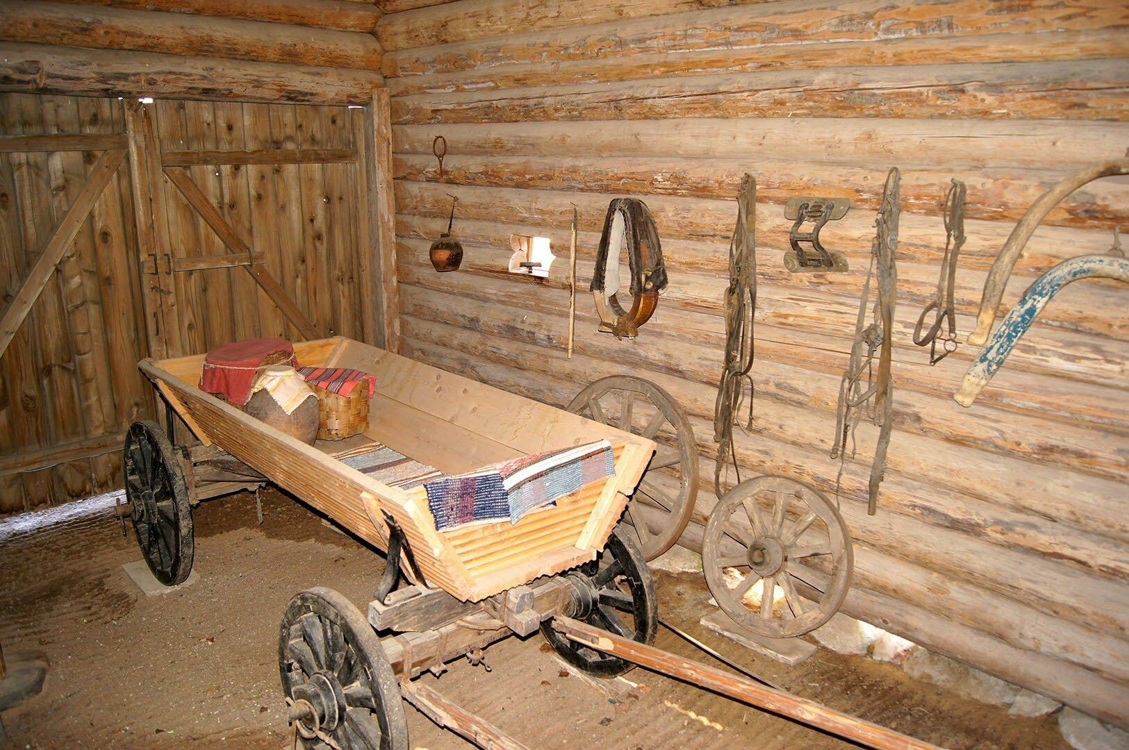 Гараж на первом этаже дома Туницкого. Музей деревянного зодчества в В. Новгороде