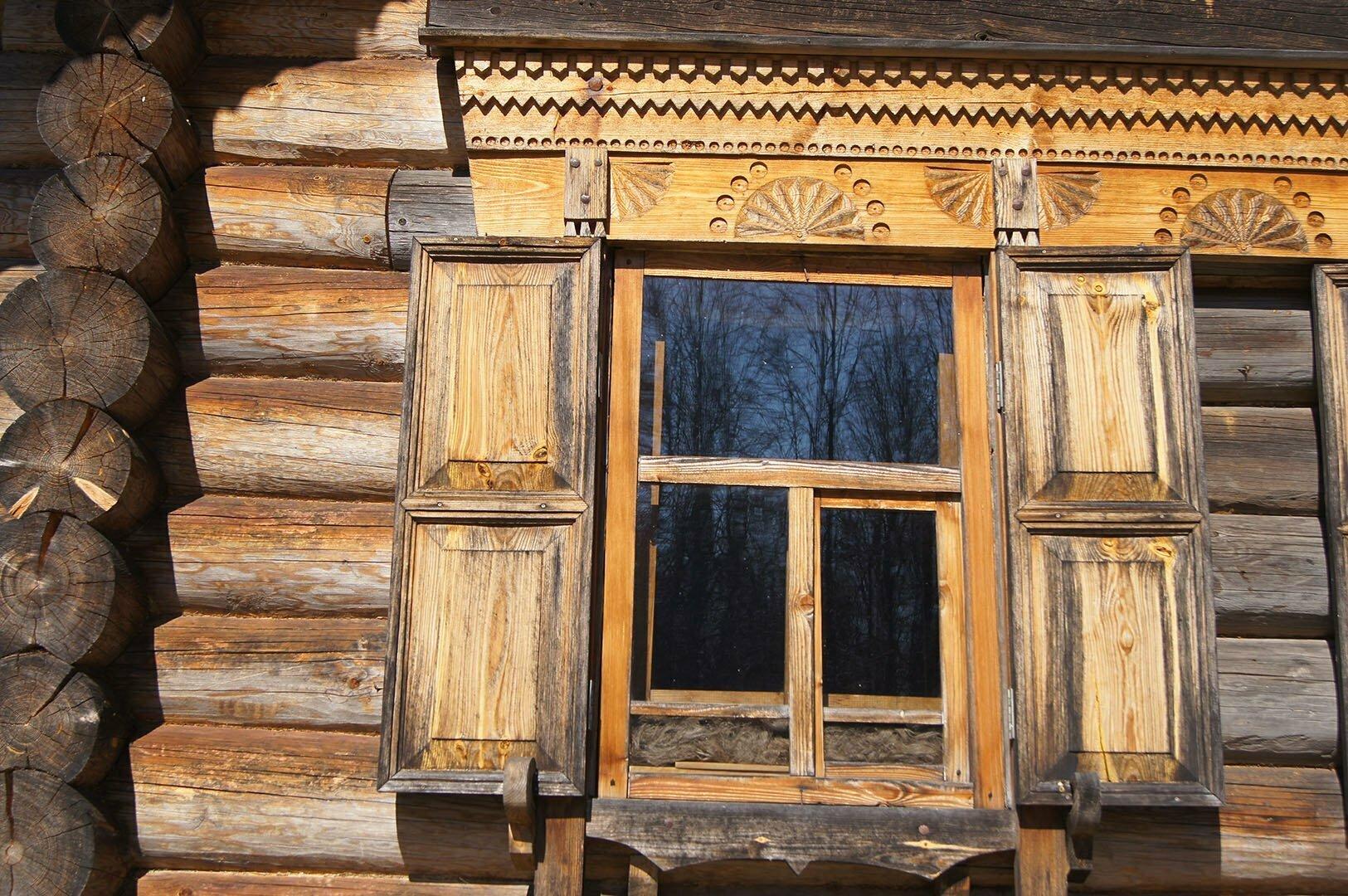 Резные украшения на избе Утенковой, Музей деревянного зодчества в Великом Новгороде