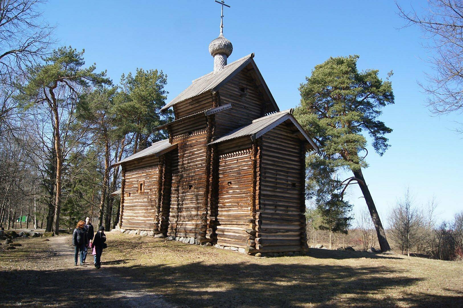 Никольская церковь (1688 г.) из деревни Тухоля Крестецкого района. Музей деревянного зодчества в В. Новгороде