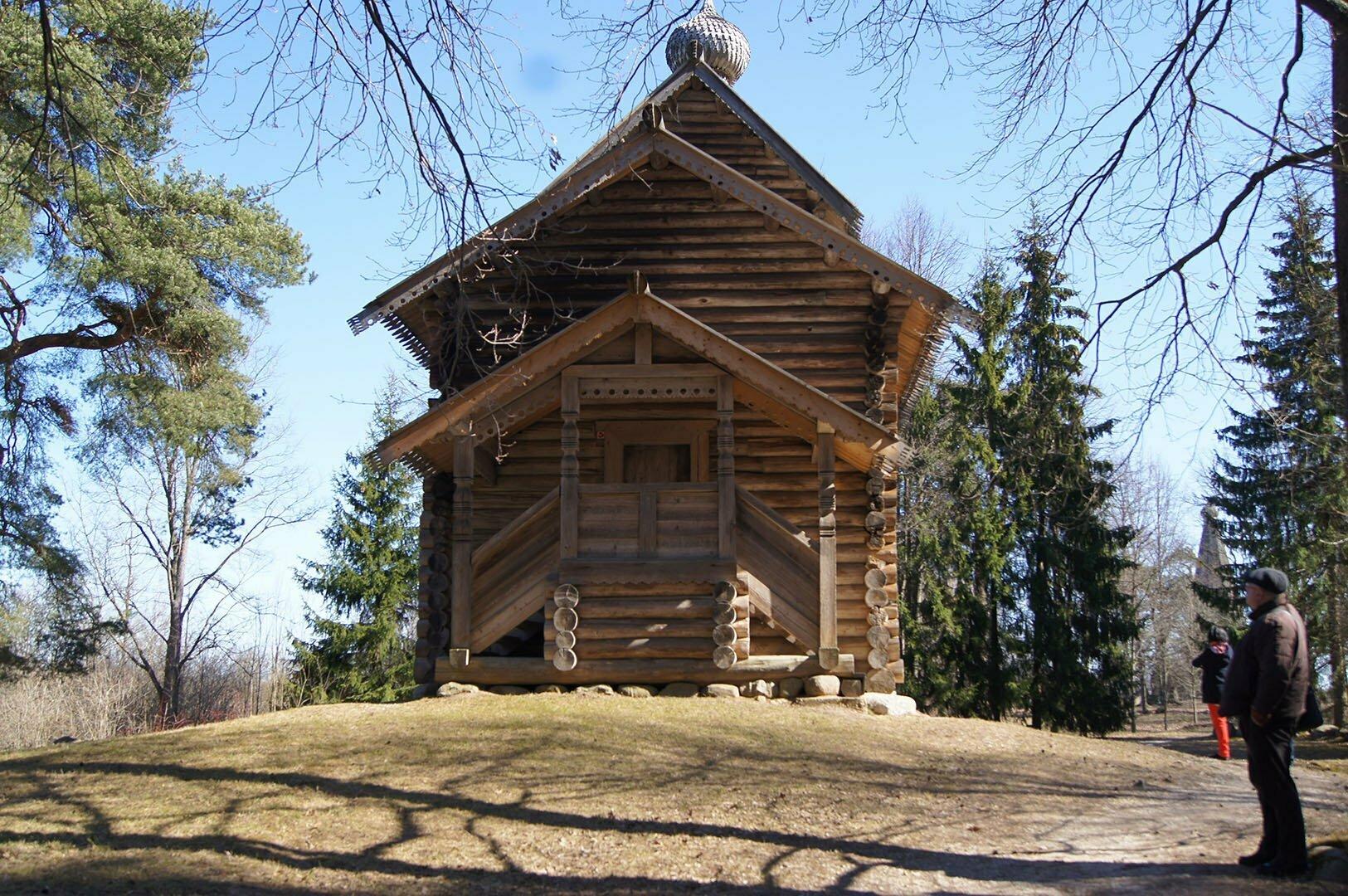 Никольская церковь (1688 г.) из деревни Тухоля Крестецкого района. Музей деревянного зодчества в Великом Новгороде