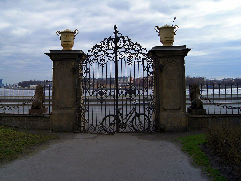 Ворота дачи Кушелева-Безбородко