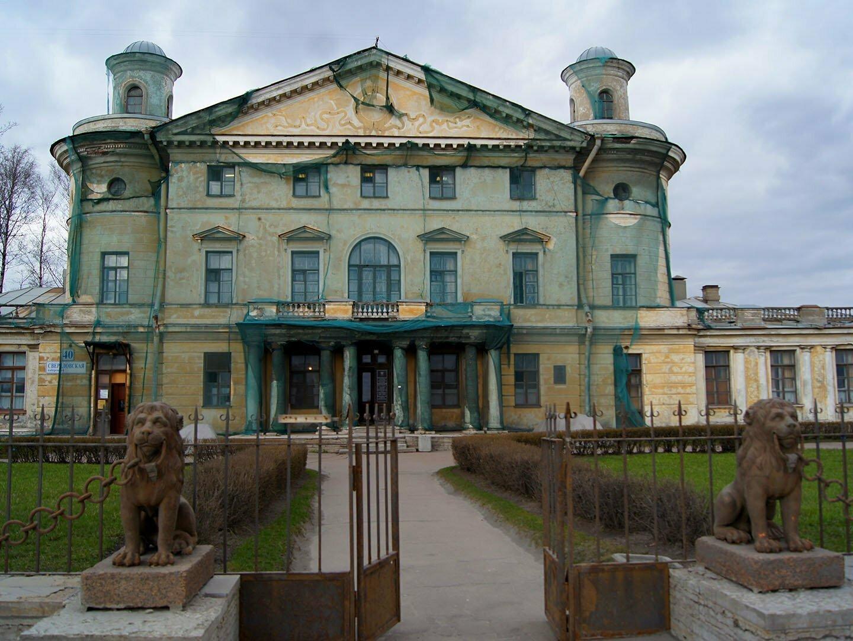 Передний фасад дачи Кушелева-Безбородко