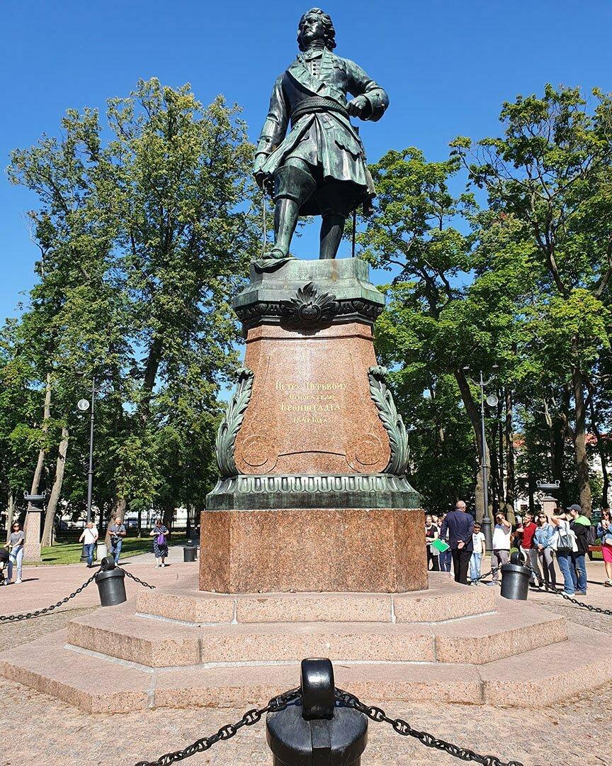 Памятник Петру I в Кронштадте