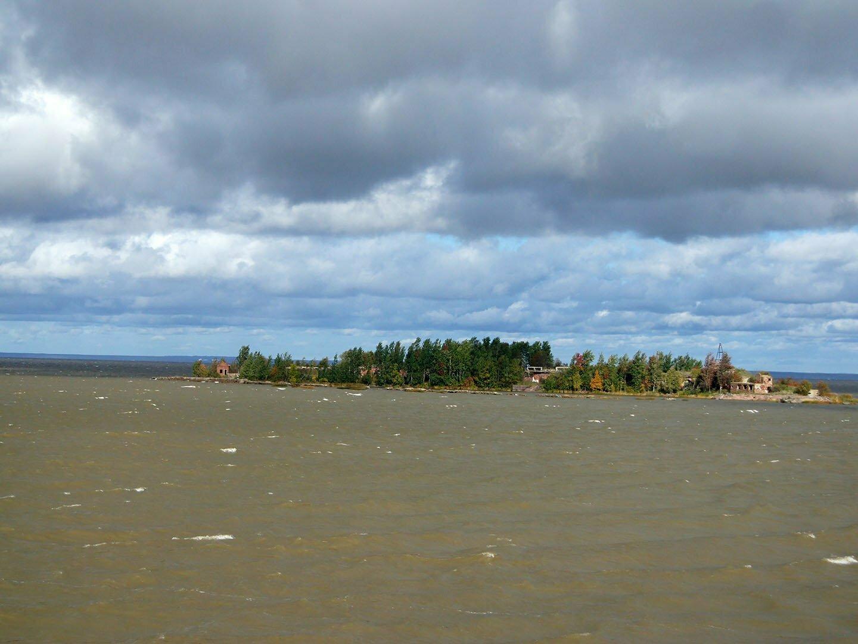 Финский залив вокруг дамбы