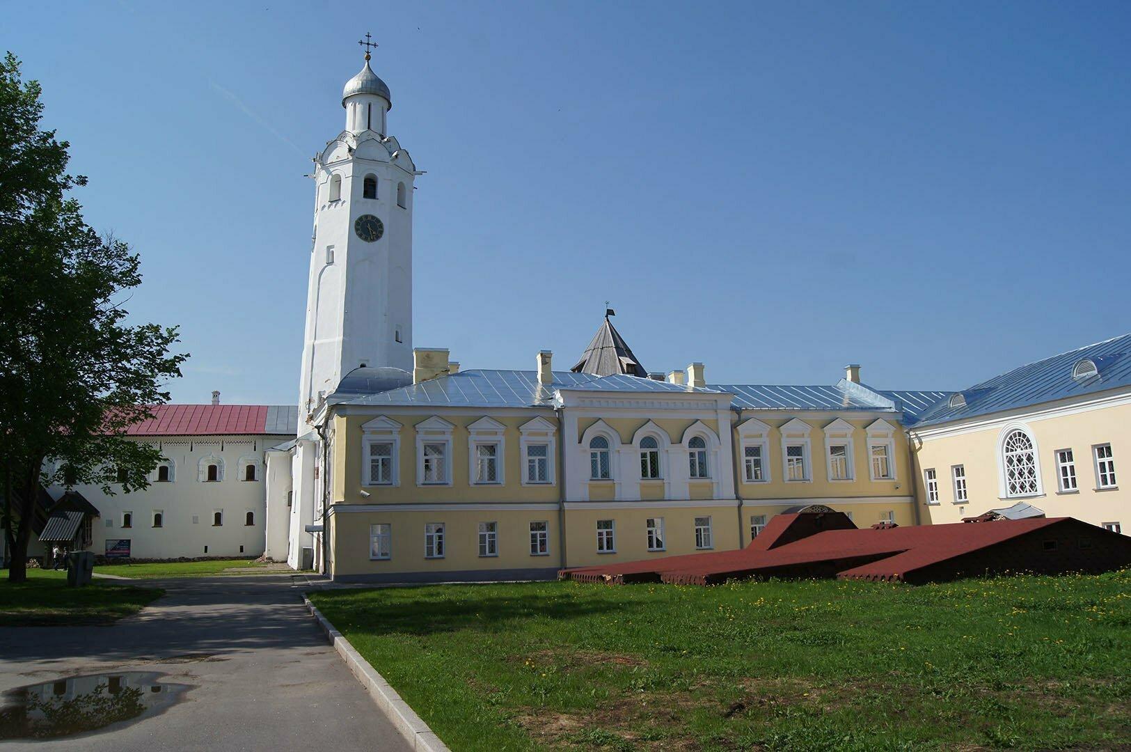Часовая башня церкви Сергия Радонежского