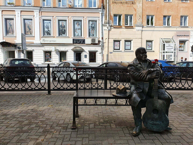 Памятник Михаилу Кругу на бульваре Радищева в Твери