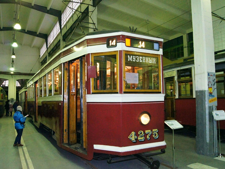 Музей электротранспорта Петербурга, старый трамвай