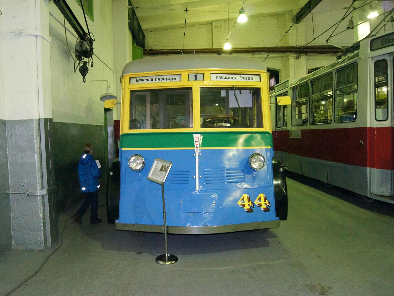Музей электротранспорта Петербурга, старый троллейбус