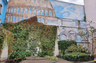 Колизей на стене дома в Петербурге