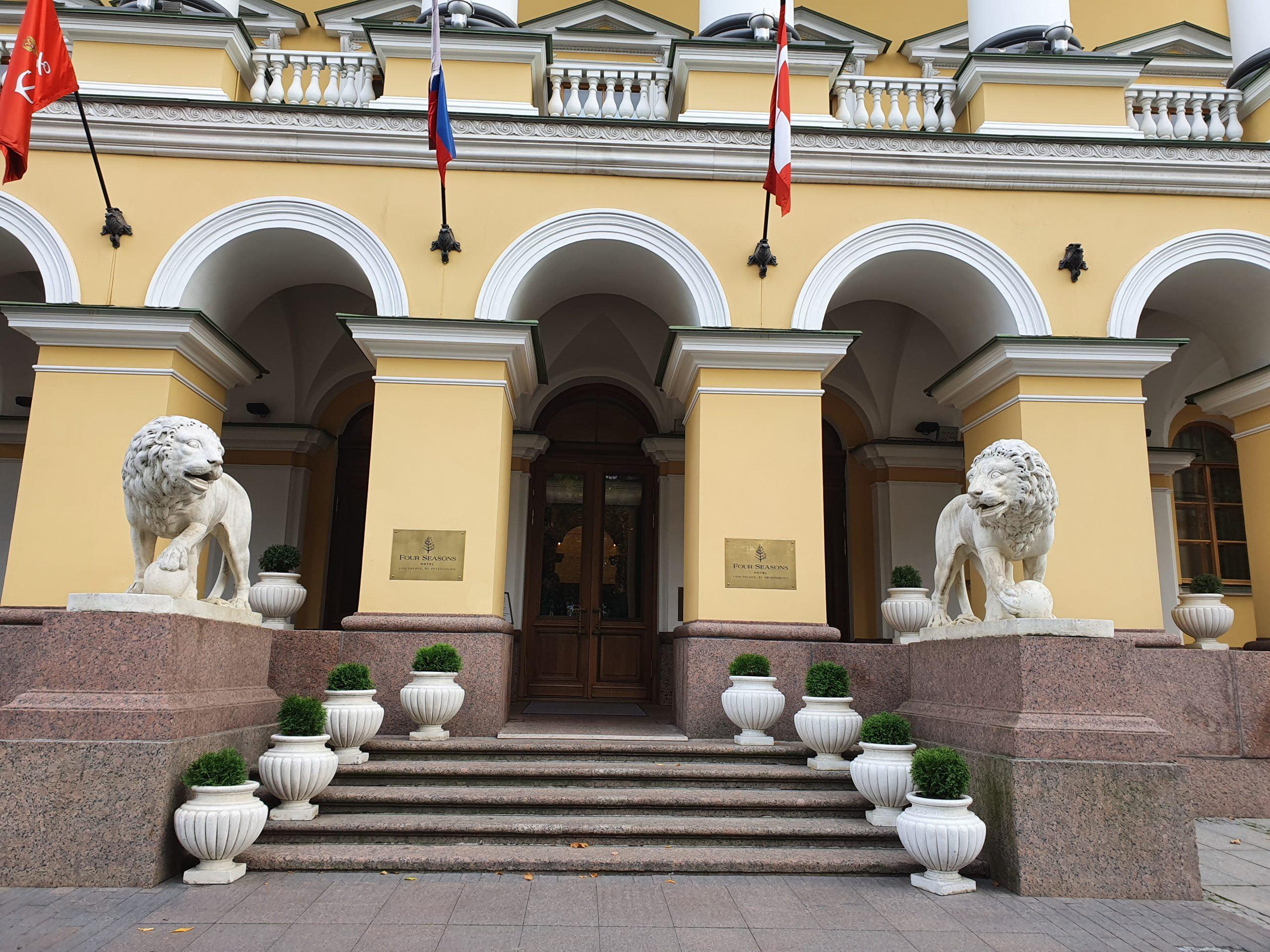 Львы дома Лобанова Ростовского