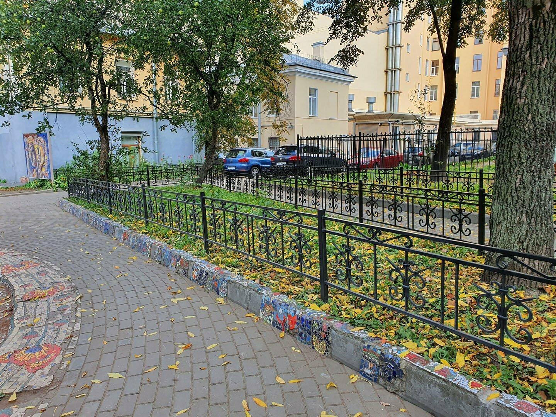 Бордюры в Мозаичном дворике Петербурга
