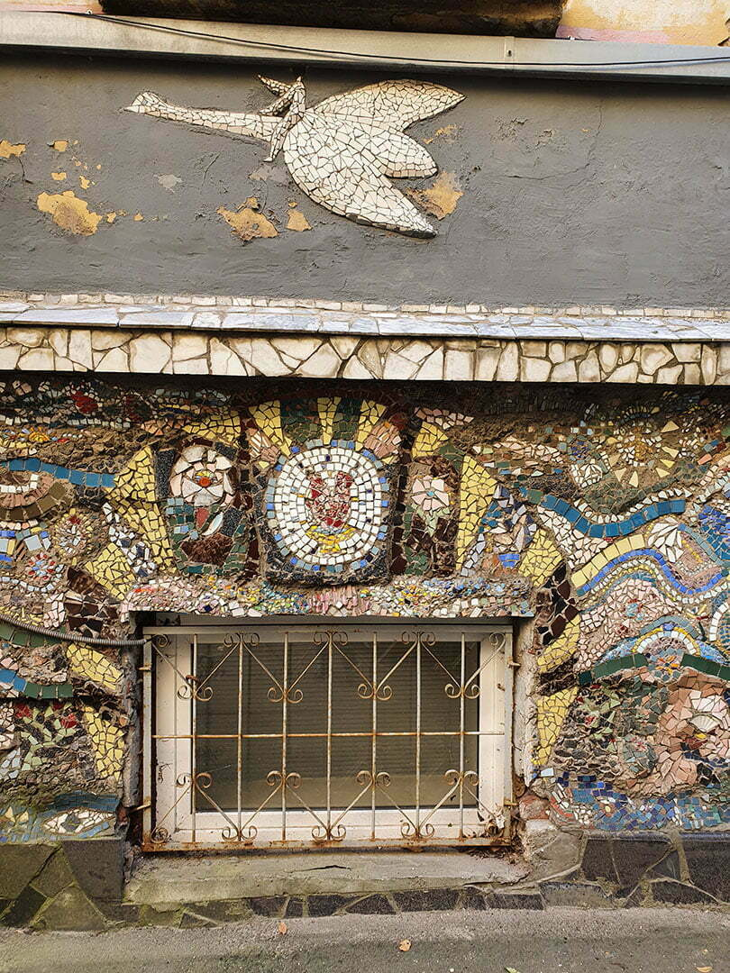 Укрощение дракона в Мозаичном дворике СПБ