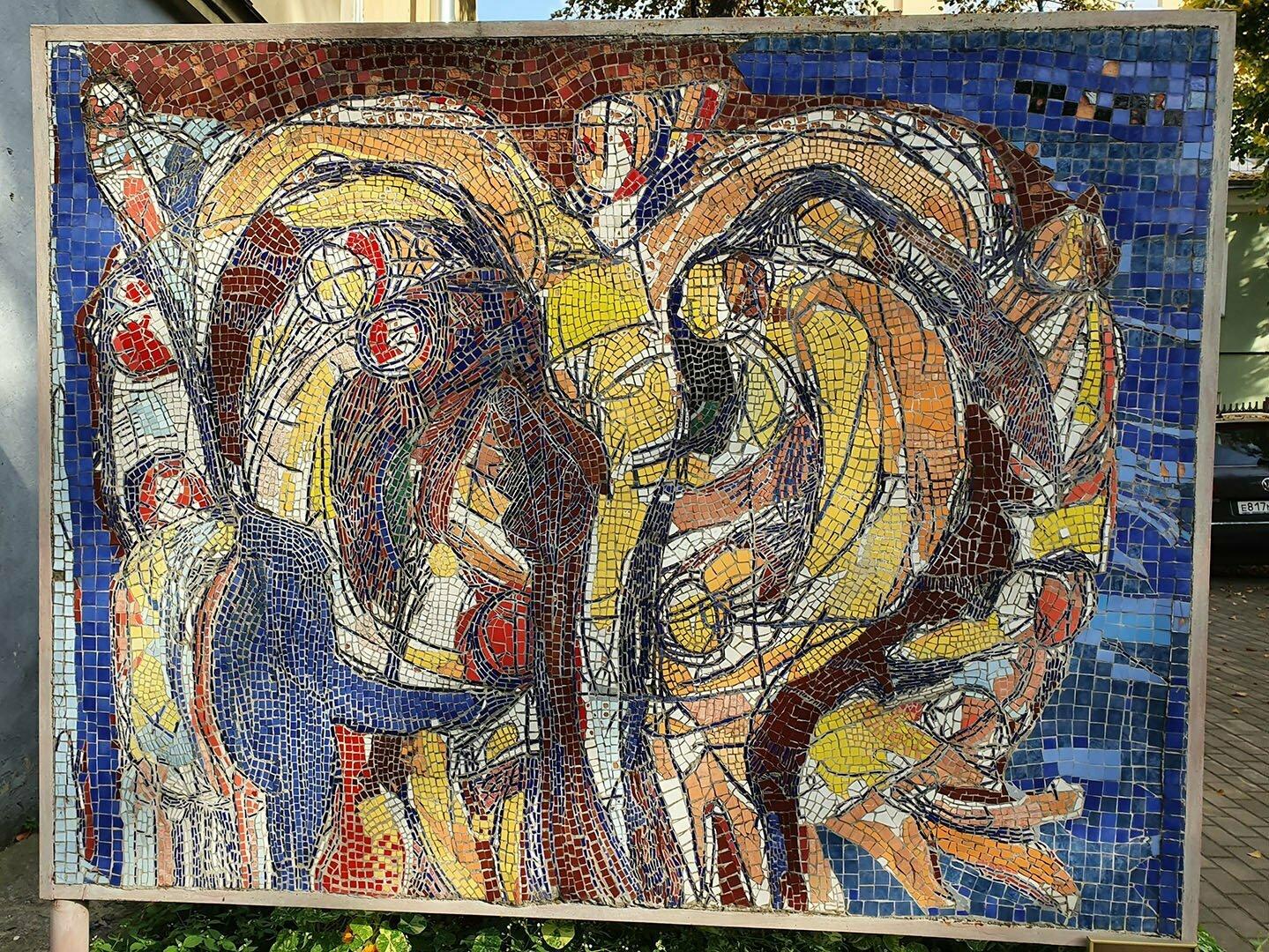 Мозаичное панно в Мозаичном дворике в Санкт-Петербурге