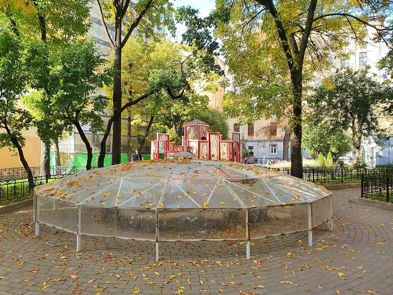 Мозаичный дворик в Петербурге, бассейн на реконструкции