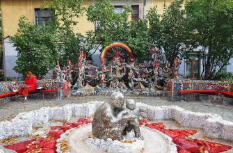Фонтан в Мозаичном дворике в Питере