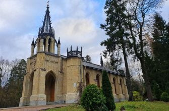 Церковь Петра и Павла в Шуваловском парке. Санкт-Петербург