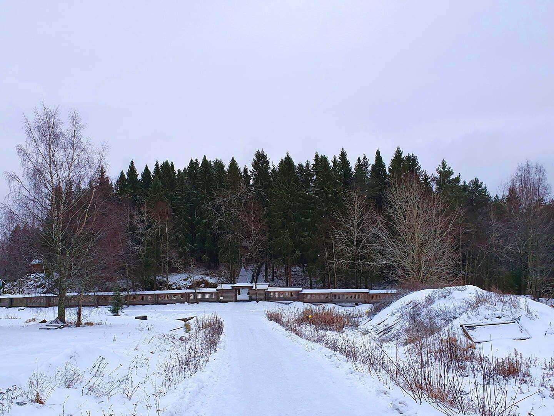 Холм на котором стоят Северные Фиваиды в Карелии
