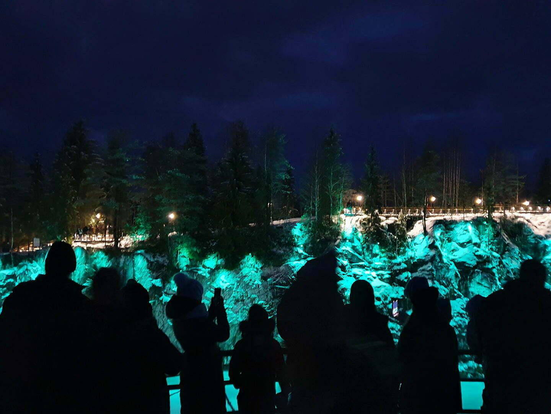 Количество народа в Рускеале на новогодних каникулах