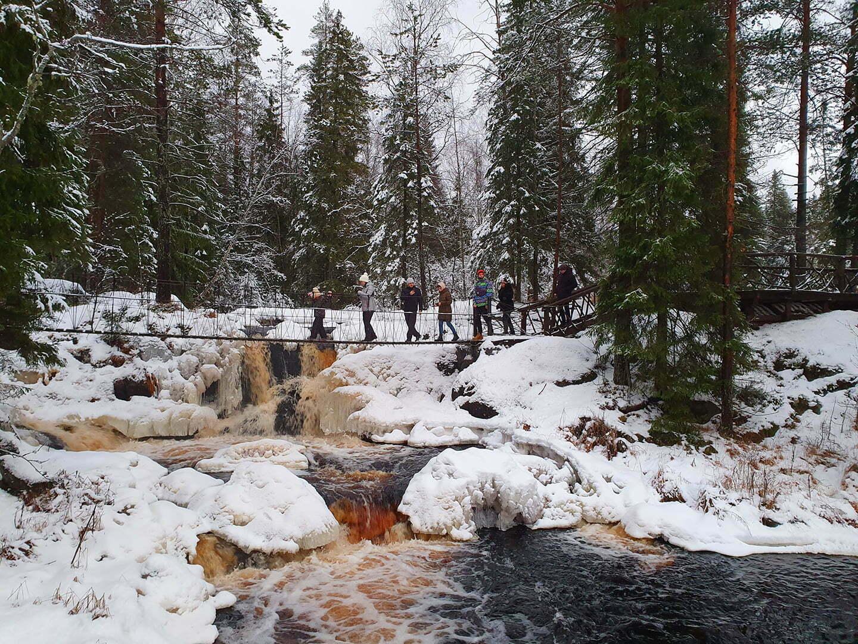 Рускеальские воПодвесной мост над водопадами Ахвенкоски зимойдопады – Ахвенкоски в Карелии