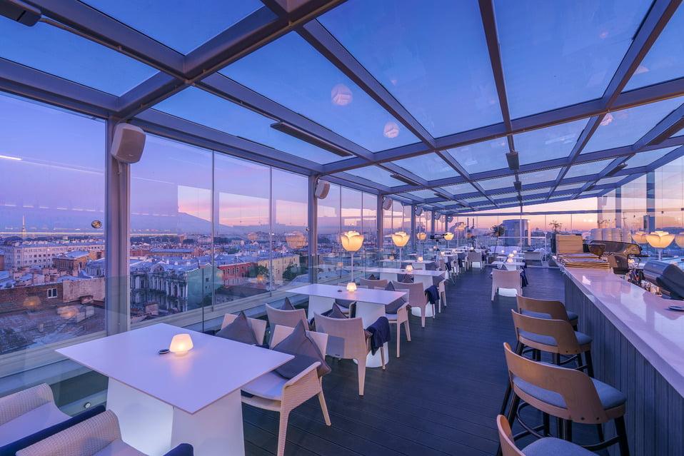 Ресторан Вино и вода с красивым видом