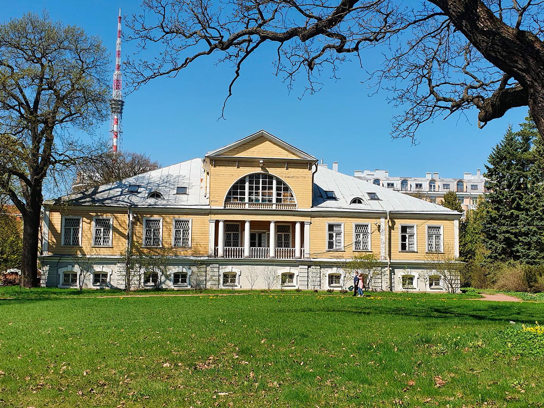 Здание в парке ботанического сада, архитектор Шарлемань